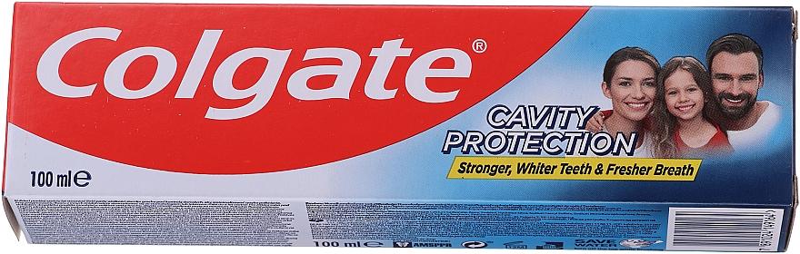 """Pastă de dinți """"Protecție maximă împotriva cariilor"""" - Colgate Cavity Protection Fresh Mint"""