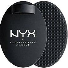 Parfumuri și produse cosmetice Accesoriu pentru curățarea pensulelor - NYX Professional Makeup On The Spot Brush Cleansing Pad