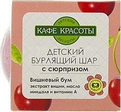 """Parfumuri și produse cosmetice Bilă efervescentă de baie cu surpriză """"Cherry Boom"""" - Le Cafe de Beaute Bubble Ball Bath"""