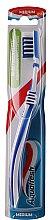 Parfumuri și produse cosmetice Periuță de dinți, alb-albastră - Aquafresh In-beetwen Clean Medium