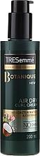 Parfumuri și produse cosmetice Cremă pentru aranjarea părului creț - Tresemme Botanique Air Dry Curl Cream