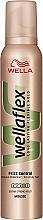 """Parfumuri și produse cosmetice Spumă pentru păr """"Controlul buclelor"""", fixare puternică - Wella Pro Wellaflex Frizz Control"""
