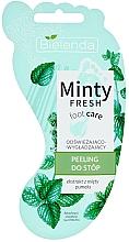 Parfumuri și produse cosmetice Scrub revigorant cu efect de netezire pentru picioare - Bielenda Minty Fresh Foot Care Refreshing & Smoothing Foot Peeling