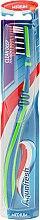 Parfumuri și produse cosmetice Зубная щетка средней жесткости, зелено-синяя - Aquafresh Clean Deep Medium