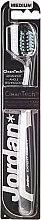 Parfumuri și produse cosmetice Periuță de dinți Expert Clean, duritate medie, gri-neagră - Jordan Expert Clean Medium