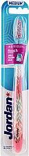 Parfumuri și produse cosmetice Periuță de dinți medium, roz cu design - Jordan Individual Reach Toothbrush