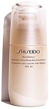 Parfumuri și produse cosmetice Ser facial - Shiseido Benefiance Wrinkle Smoothing Day Emulsion SPF 20