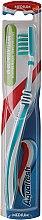 Parfumuri și produse cosmetice Periuță de dinți cu perii de duritate medie, albastră - Aquafresh In-Beetwen Clean Medium