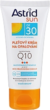 Parfumuri și produse cosmetice Cremă de față pentru protecție solară Q10 SPF30 - Astrid Sun Protecting Face Cream Q10 SPF30