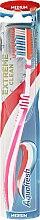 Parfumuri și produse cosmetice Periuță de dinți, alb-roz - Aquafresh Extreme Clean Medium