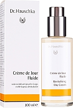 Parfumuri și produse cosmetice Увлажняющее молочко для лица - Dr. Hauschka Revitalizing Day Cream