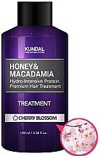 "Parfumuri și produse cosmetice Balsam de păr ""Flori de vișin"" - Kundal Honey & Macadamia Treatment Cherry Blossom"