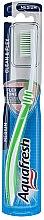 Parfumuri și produse cosmetice Periuță de dinți duritate medie, greenery - Aquafresh Clean & Flex