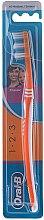 Parfumuri și produse cosmetice Periuță de dinți, 40 medium, portocalie - Oral-B 1 2 3 Classic 40 Medium
