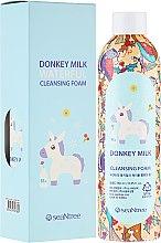 Parfumuri și produse cosmetice Spumă de baie cu lapte de măgar - SeaNtree Donkey Milk Waterful Cleansing Foam