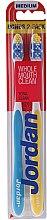 """Parfumuri și produse cosmetice Periuță de dinți medium """"Total Clean"""", galbenă + albastră - Jordan Total Clean Medium"""