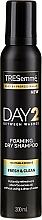 Parfumuri și produse cosmetice Șampon uscat pentru păr normal - Tresemme Day 2 Fresh & Clean Foaming Dry Shampoo