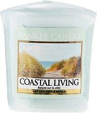 """Parfumuri și produse cosmetice Lumânare parfumată ''Nisipuri fierbinți"""" - Yankee Candle Scented Votive Coastal Living"""