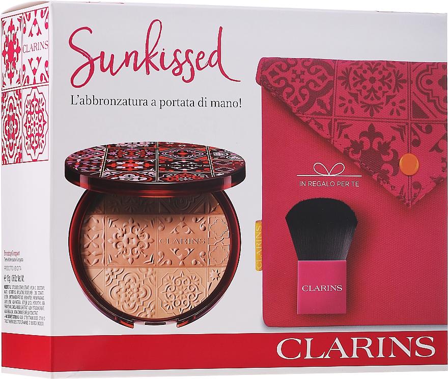 Set - Clarins Sunkissed Gift Set (powder/18g + brush/1pc + pouch/1pc)