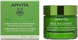 Parfumuri și produse cosmetice Cremă împotriva îmbătrânirii și a pierderii elasticității pielii - Apivita Bee Radiant Signs Of Aging & Anti-Fatigue Cream Rich Texture