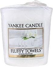 Parfumuri și produse cosmetice Lumânare aromatică - Yankee Candle Scented Votive Fluffy Towels