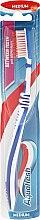 Parfumuri și produse cosmetice Periuță de dinți cu perii de duritate medie, albastră - Aquafresh Between Teeth Medium