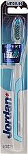Parfumuri și produse cosmetice Periuță de dinți Expert Clean, medie, alb-albastru - Jordan Expert Clean Medium