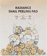Parfumuri și produse cosmetice Șervețel- Peeling cu mucus de melc - SeaNtree Radiance Snail Peeling Pad