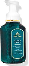 """Parfumuri și produse cosmetice Săpun - spumă pentru mâini """"Vanilla Coconut"""" - Bath and Body Works White Barn Vanilla Coconut Gentle Foaming Hand Soap"""