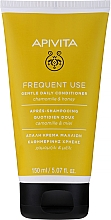 Parfumuri și produse cosmetice Balsam cu mușețel și miere pentru păr - Apivita Gentle Daily Conditioner For All Hair Types With Chamomile & Honey