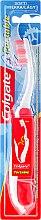 Parfumuri și produse cosmetice Periuță de dinți, moale, roșie - Colgate Portable Travel Soft Toothbrush
