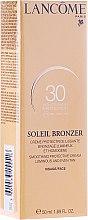 Parfumuri și produse cosmetice Cremă pentru față cu protecție solară - Lancome Soleil Bronzer Smoothing Protective Cream SPF 30